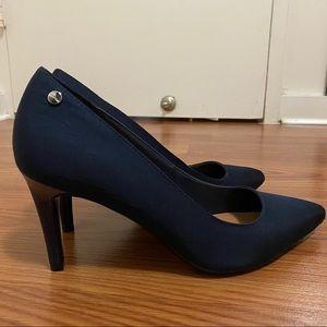 Calvin Klein Nilly pump Size:8